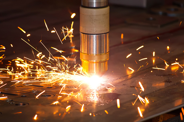 Plasma metal cutting machine with sparks