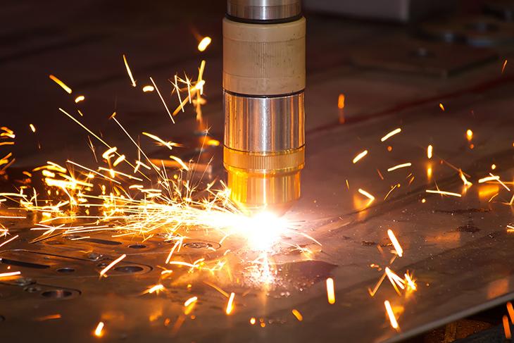 Plasma metal cutting machine with sparks